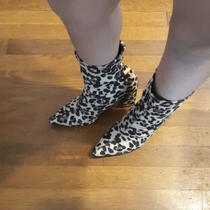 Truffle collection boots animal print size 6 US